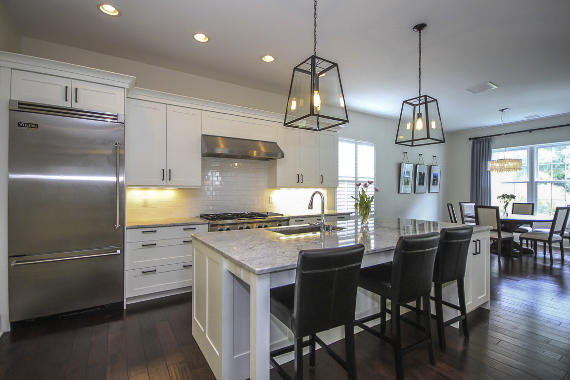 Luxury davis islands homes for Gourmet kitchen islands