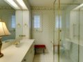106-Adalia-Davis-Islands-Waterfront-Home-for-Sale-Cristan-Fadal-Guest-Bathroom